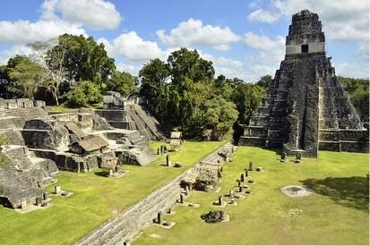 Tikal piramidea